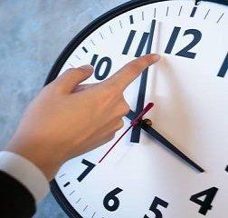 Arriva l'ora legale, ecco quando e come bisogna spostare le lancette: consigli su come affrontare il cambio.